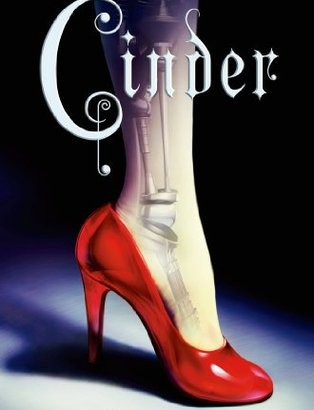 What happened in Cinder? (The Lunar Chronicles #1)